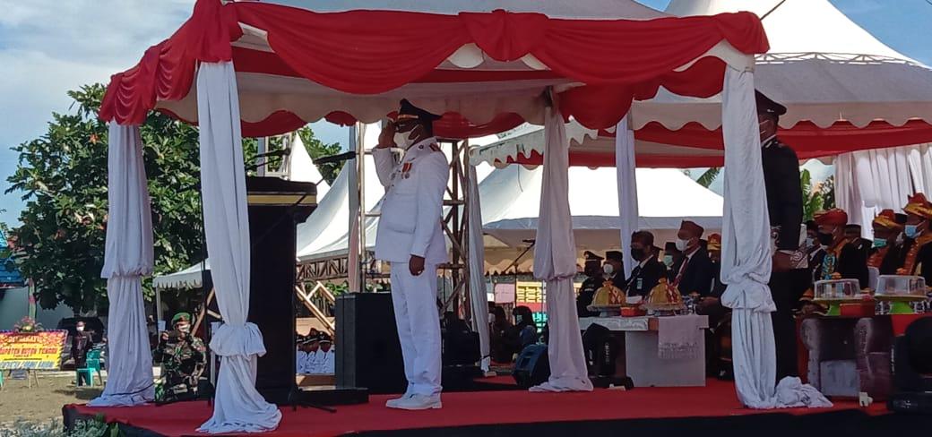 Samahuddin saat memimpin upacara peringatan HUT Buteng ke-7 tahun 2021. Foto: Amrin Lamena